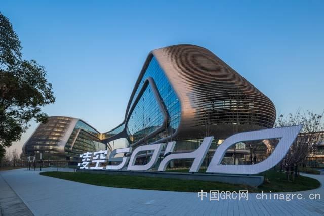 凌空soho是soho中国与建筑设计师扎哈·哈迪德联手打造的第3个建筑精